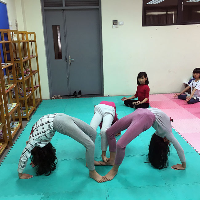 Bánh xe (2) Cùng khám phá giờ học Yoga đầy thú vị