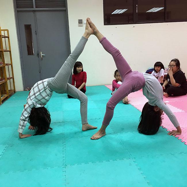 Bánh xe3 Cùng khám phá giờ học Yoga đầy thú vị