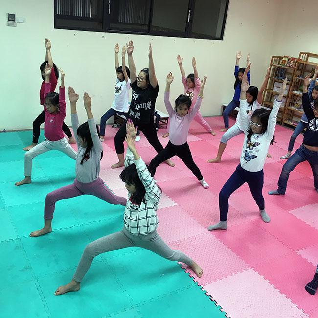chien binh2 Cùng khám phá giờ học Yoga đầy thú vị