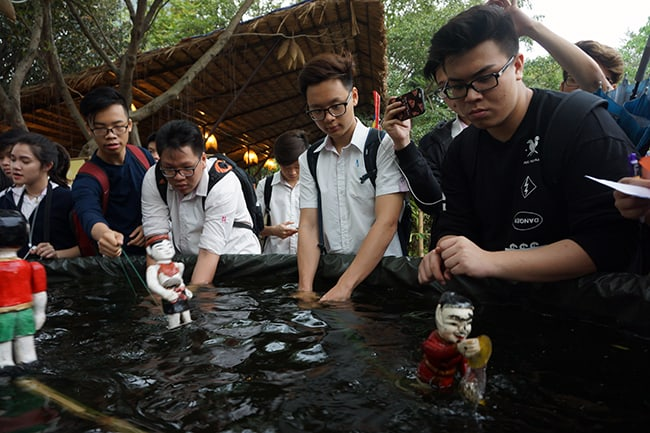 Màu sắc dân tộc qua lăng kính học sinh Hanoi Academy