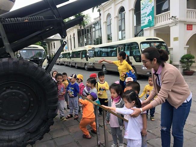 Chuyến dã ngoại thú vị của bé mầm non tại Bảo tàng lịch sử quân sự Việt Nam