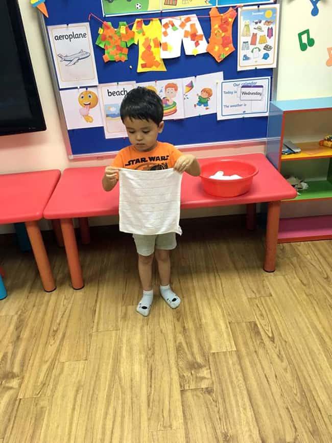 Đồng hành cùng con trong việc dạy kỹ năng sống cho bé 4 tuổi