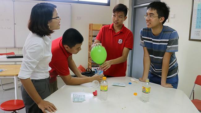 Cùng học sinh Hanoi Academy khám phá sự thú vị của khoa học