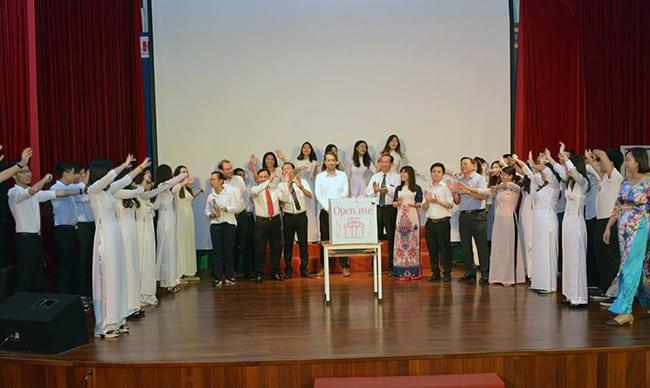 Lễ kỉ niệm 20 - 11 Ấm áp tình thầy trò Lễ kỉ niệm 20 – 11 Ấm áp tình thầy trò