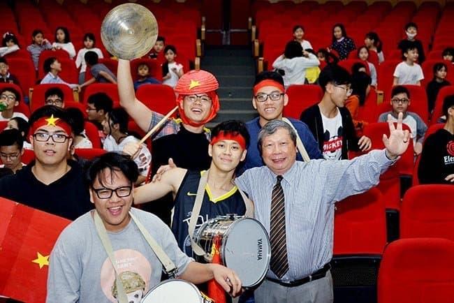 Hàng trăm học sinh Hanoi Academy hòa chung niềm vui chiến thắng cùng U23 Việt Nam Hàng trăm học sinh Hanoi Academy hòa chung niềm vui chiến thắng cùng U23 Việt Nam