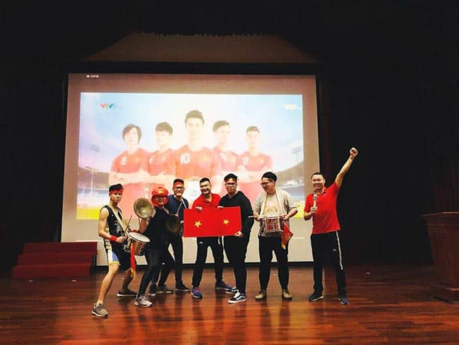 Hàng trăm học sinh HA hòa chung niềm vui chiến thắng cùng U23 Việt Nam