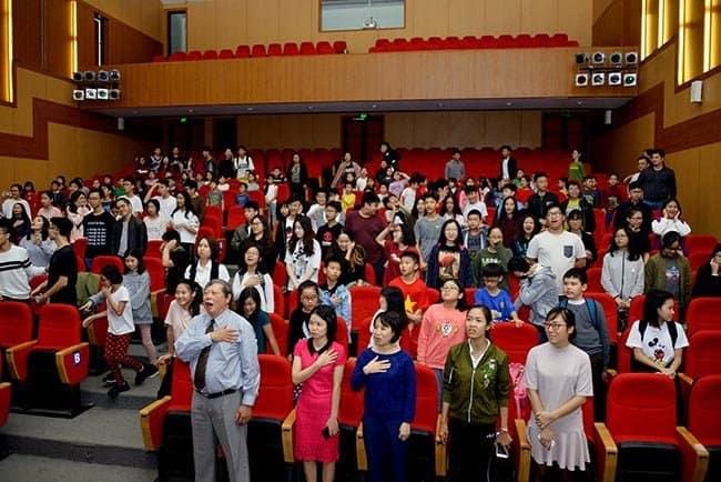 Hàng trăm học sinh Hanoi Academy hòa chung niềm vui chiến thắng cùng U23 Việt Nam