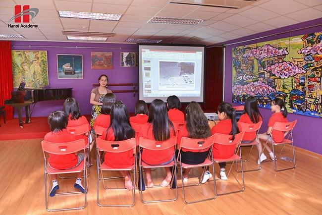 """Những giờ học ý nghĩa của học sinh Hanoi Academy 90 phút mỗi tuần trở thành các """"Nhà phê bình nghệ thuật nhí"""" qua CLB Cảm thụ âm nhạc"""