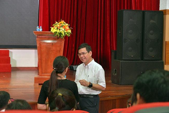 Giáo viên Hanoi Academy tập huấn cùng GS. Lê Xuân Hy