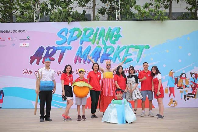 Sự kiện Hanoi Academy Spring Art Market 2019 gây quỹ hơn 100 triệu đồng trao tặng chương trình Cặp lá yêu thương
