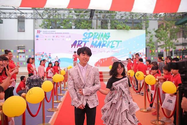 Sự kiện Hanoi Academy Spring Art Market 2019 gây quỹ hơn 100 triệu đồng trao tặng chương trình Cặp lá yêu thương Sự kiện Hanoi Academy Spring Art Market 2019 gây quỹ hơn 100 triệu đồng trao tặng chương trình Cặp lá yêu thương