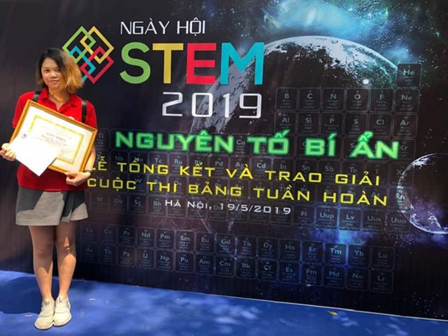 """Học sinh Hanoi Academy đạt giải nhất cuộc thi """"Tìm hiểu, thiết kế bảng hệ thống tuần hoàn các nguyên tố hóa học"""" Học sinh Hanoi Academy đạt giải nhất cuộc thi """"Tìm hiểu, thiết kế bảng hệ thống tuần hoàn các nguyên tố hóa học"""""""