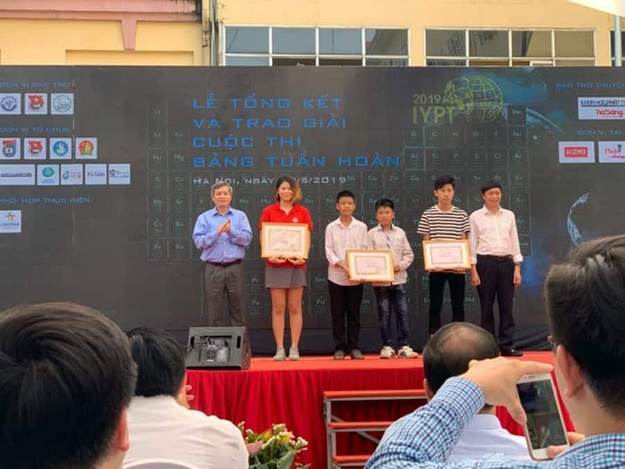 """Học sinh Hanoi Academy đạt giải nhất cuộc thi """"Tìm hiểu, thiết kế bảng hệ thống tuần hoàn các nguyên tố hóa học"""""""