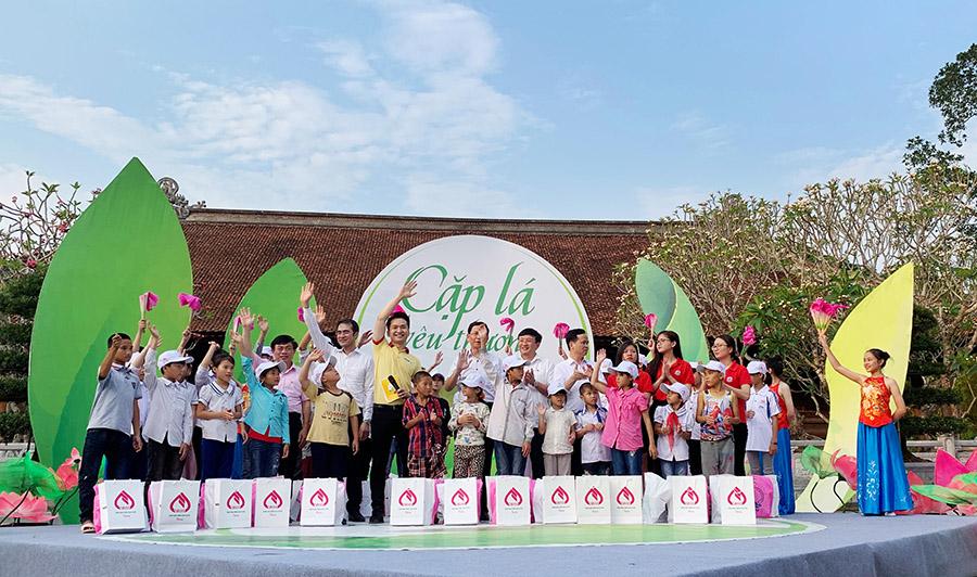 """Hanoi Academy đồng hành cùng chương trình """"Cặp lá yêu thương"""" trong chuyến đi từ thiện tại Nghệ An"""