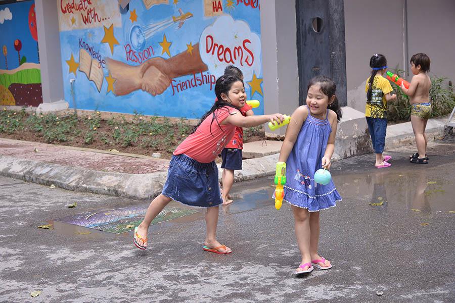Lễ hội té nước - lễ hội độc đáo của trường Tiểu học Hanoi Academy Lễ hội té nước – lễ hội độc đáo của trường Tiểu học Hanoi Academy