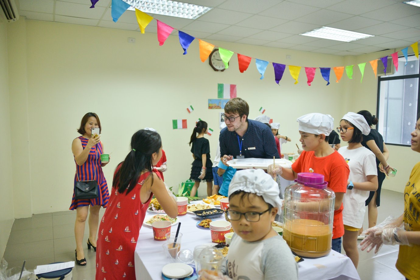 Hội chợ ẩm thực quốc tế trường Academy Rực rỡ sắc màu hội chợ ẩm thực quốc tế – Trường tiểu học Hanoi Academy