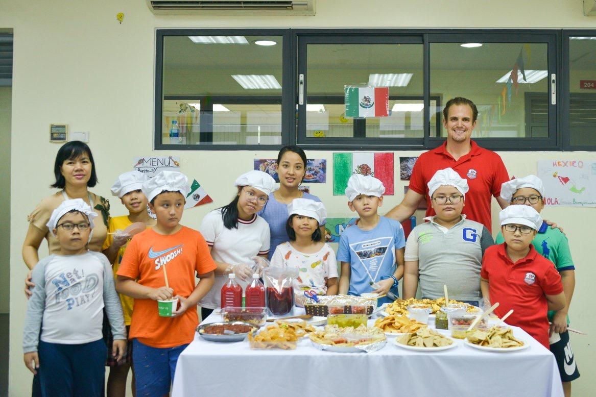 Rực rỡ sắc màu hội chợ ẩm thực quốc tế – Trường tiểu học Hanoi Academy