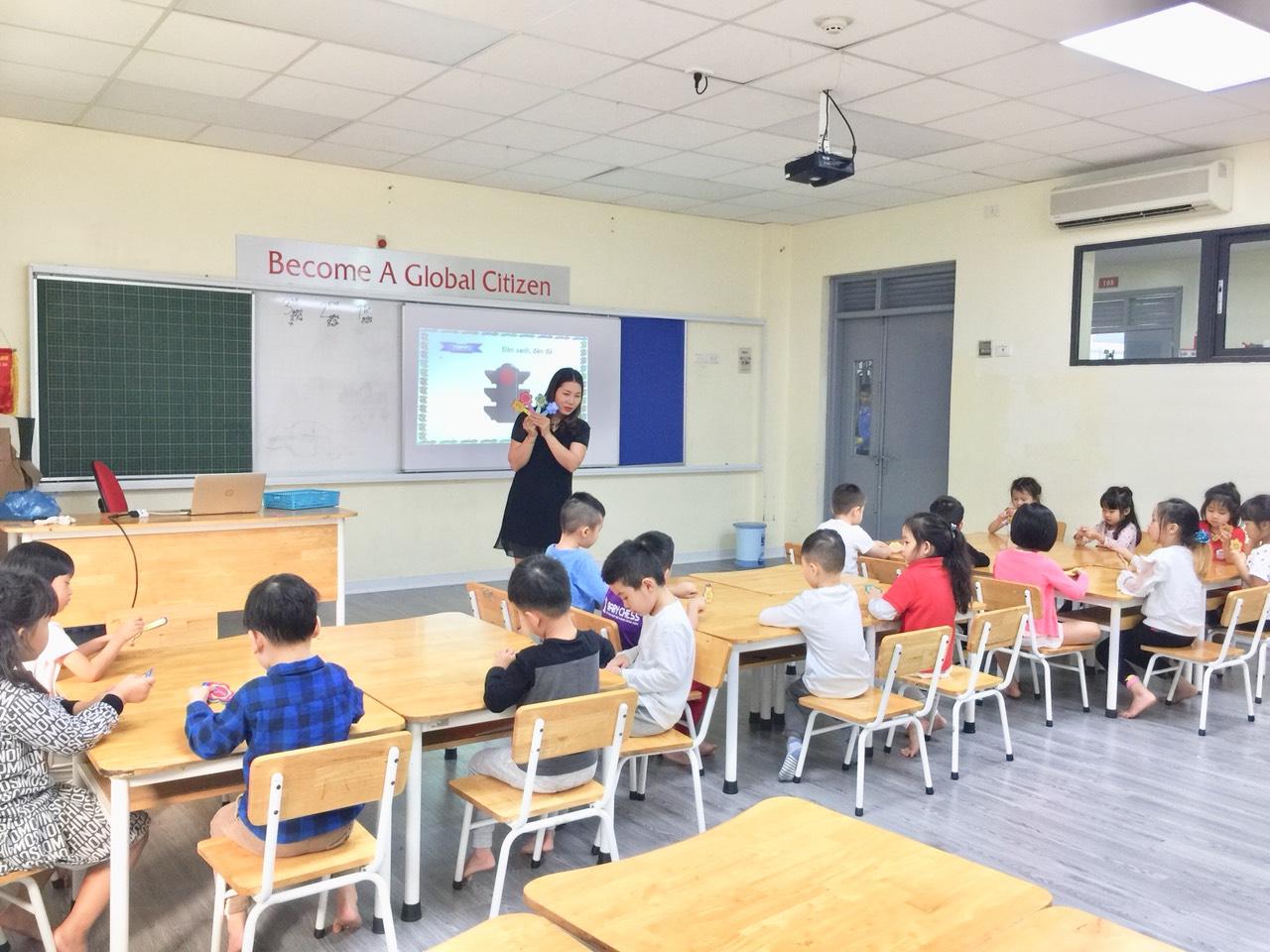 """Lớp học """"Tiền tiểu học"""" của các bé khối mẫu giáo lớn trường mầm non Hanoi Academy Lớp học """"Tiền tiểu học"""" của các bé khối mẫu giáo lớn trường mầm non Hanoi Academy"""