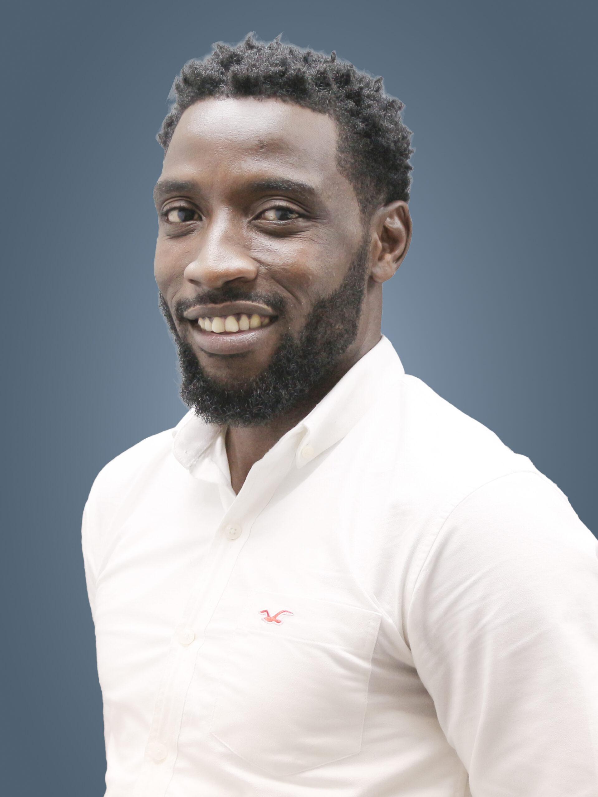 Thầy Kolapo Mustapha