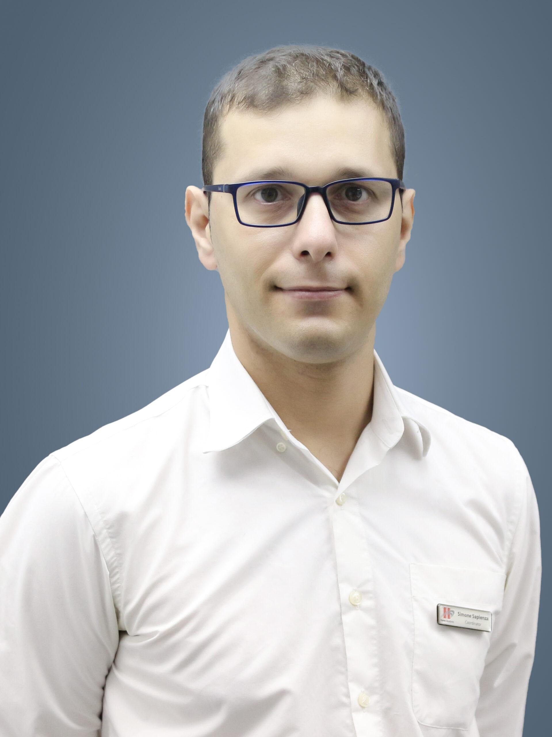 Thầy Simone Sapienza