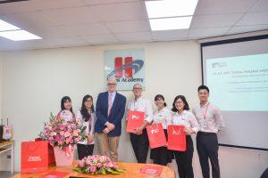Lễ kí kết hợp tác giữa Hanoi Academy và trường đại học Anh quốc Việt Nam