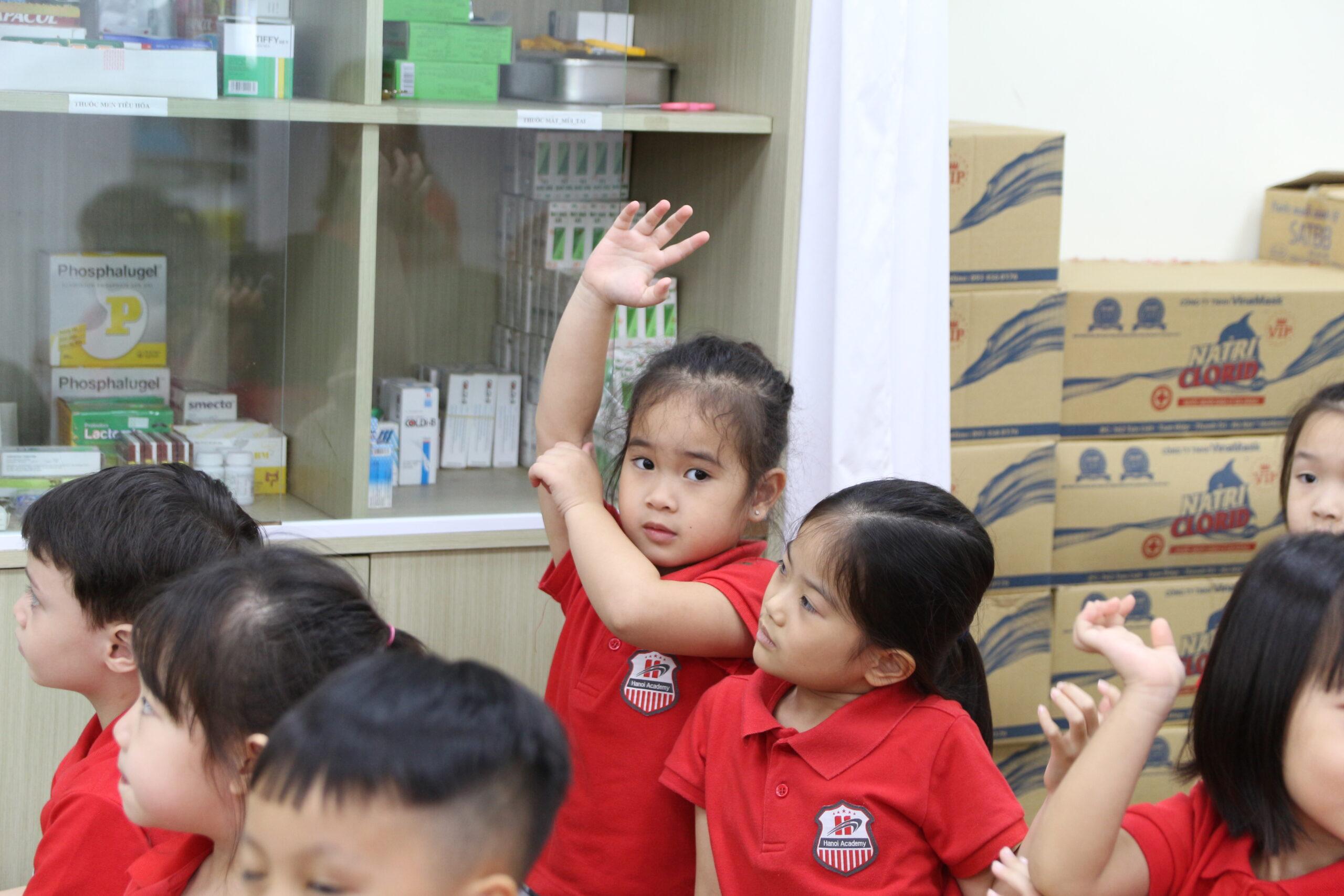 """Cùng trả lời """"Covid là gì?"""" với các học sinh Trường Mầm non Song ngữ Quốc tế Hanoi Academy"""