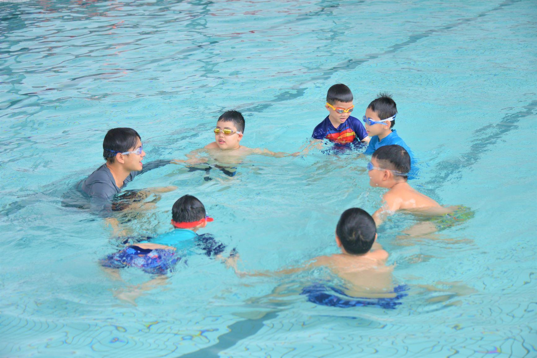 Rèn luyện sức khỏe với giờ học thể dục tại Hanoi Academy