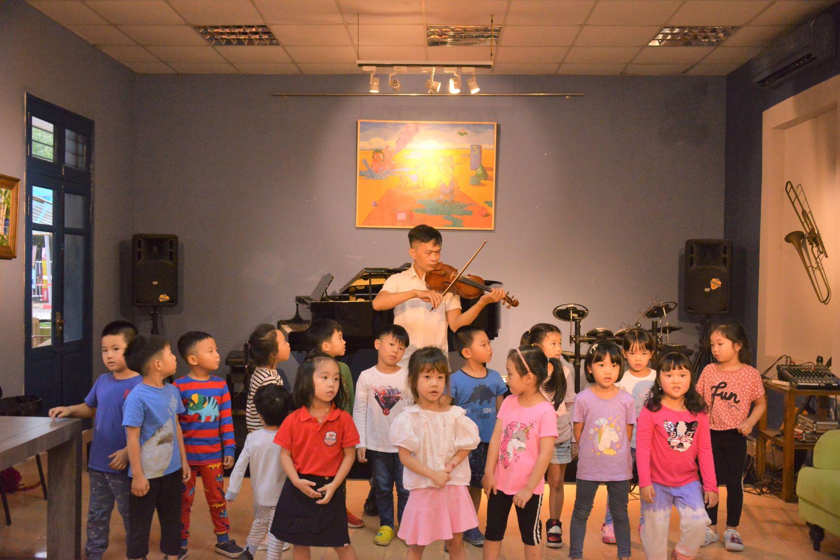 Cùng học về Violin với các bạn nhỏ Trường Hanoi Academy Trang chủ