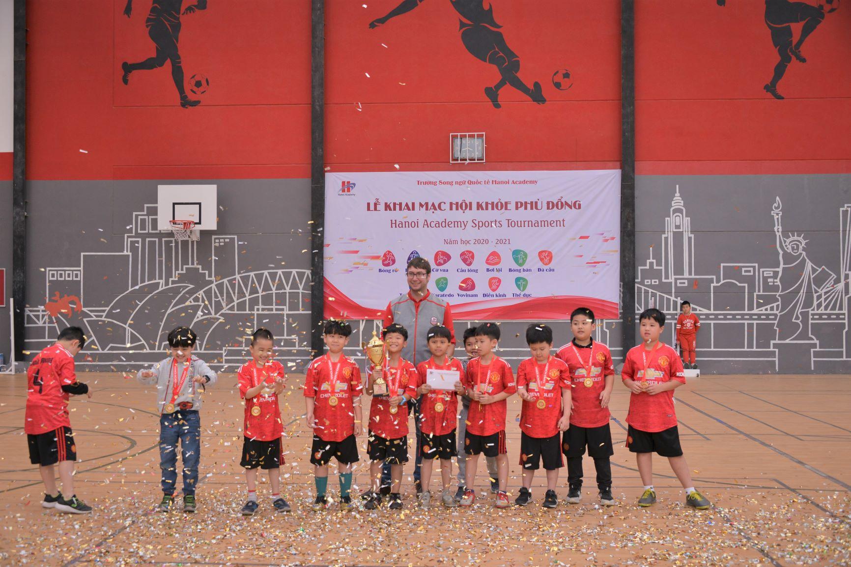 Bế mạc giải bóng đá học sinh Tiểu học năm học 2020-2021