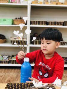Bài viết Sáng tạo bình hoa từ các vật liệu tái chế