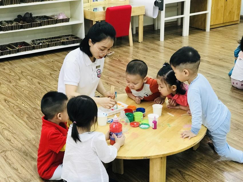 Những điều thú vị của sắc màu – Sáng tạo tranh màu nước cùng các bé lớp Bunny Trang chủ